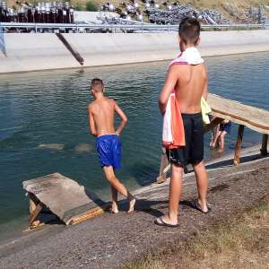 VIDEO: Skokovi i kupanje na Malom Kanalu