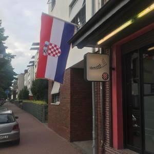 CAFFE IDEMOOOO: Slavlje naših u Frankfurtu nakon pobjede Hrvatske protiv Argentine (video)